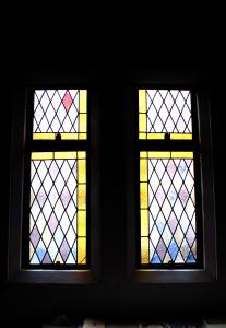 5月31日、聖堂の玄関正面受付のステンドグラスが菅野英明さんによって新しくなりました。この日は4年ぶりに聖堂にて聖婚式が挙げられました。